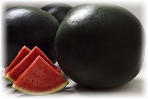 три плода и три кусочка арбуза