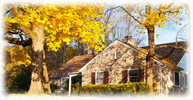 дом в осеннее время года